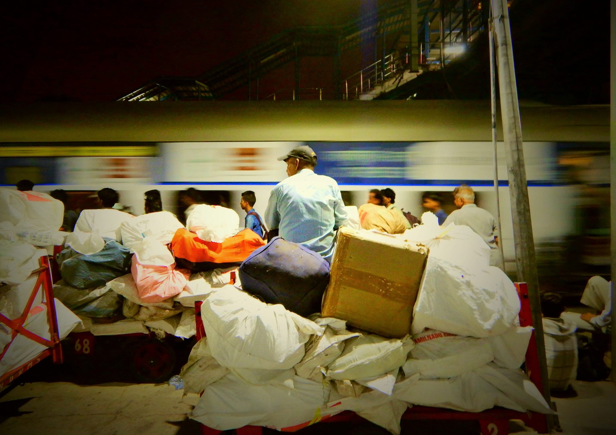 Viaggio in treno India, tour avvenutura, zaino in spalla