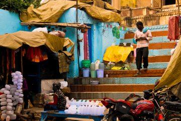 Varanasi streets, India tour spiritualità