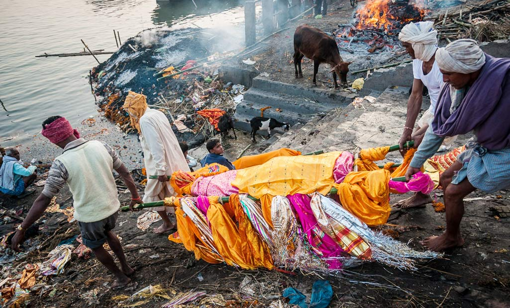 Manikarnika ghat cremation ground, adventure tour India